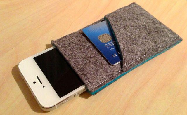 handmade-iPhone-5-sleeve