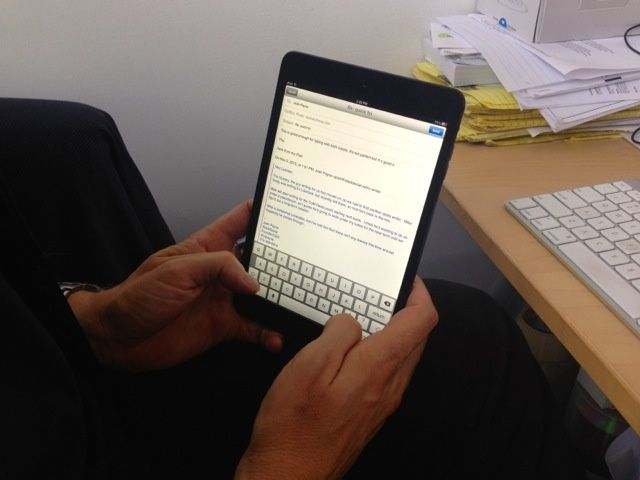iPad_mini_thumb_typing