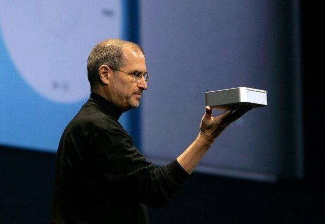 Steve-Jobs-Mac-mini-Macworld-2005