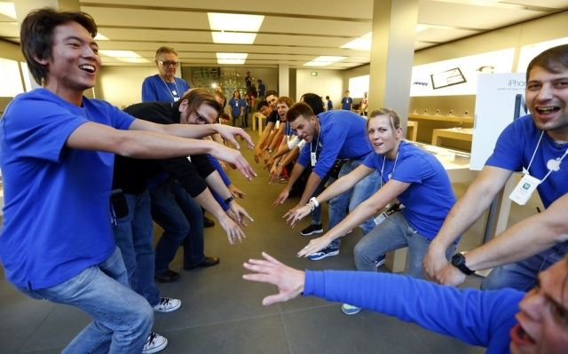 Apple Store hype