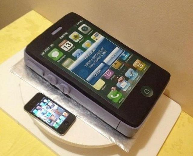 This Immaculate iPhone Cake Looks Too Good To Eat Image Cult of Mac