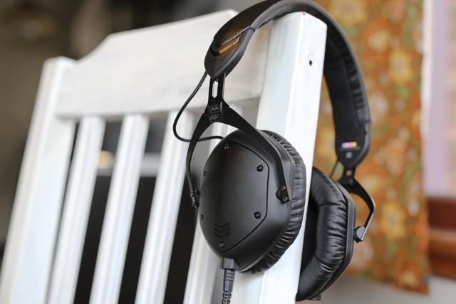 v moda 39 s m 100 crossfade headphones look sinister but sound so sweet review cult of mac. Black Bedroom Furniture Sets. Home Design Ideas