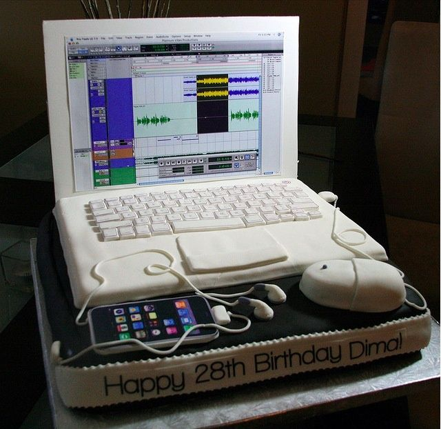 Daves Incredibly Realistic MacBook Cake