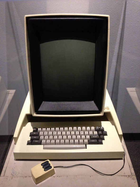 the-xerox-alto-which-inspired-the-mac-this-was-the-first-computer-to-use-the-desktop-name