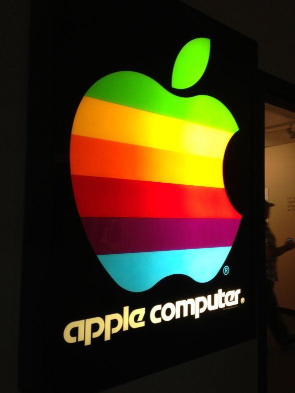 when-you-walk-in-youre-greeted-by-this-vintage-apple-sign