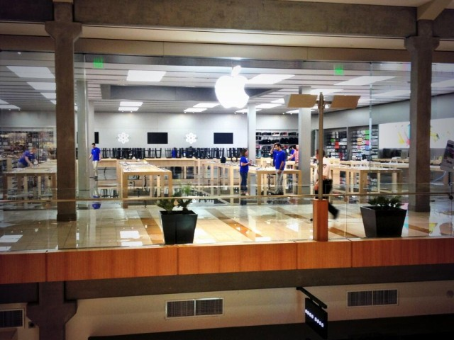 Apple Store In Bellevue Square Seattle Flooded After