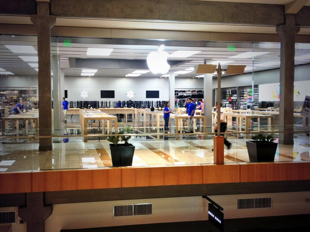 Apple-Store-bellevue-flood