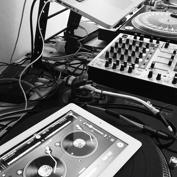 The Most Powerful DJ App For Everyone Arrives With djay 2 [Review
