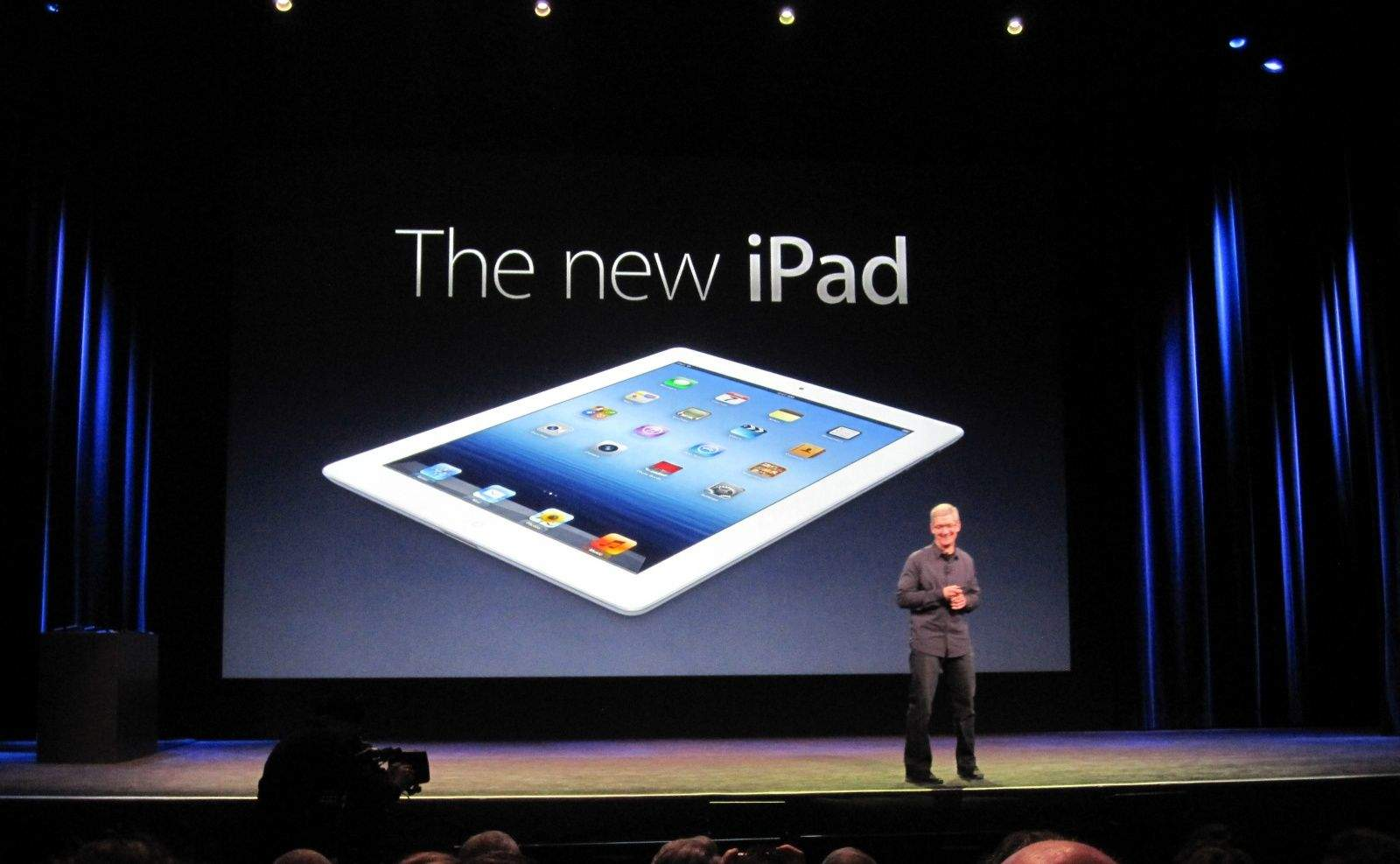 Tim-Cook-new-iPad