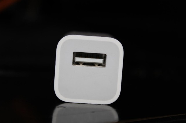 apple usb phone and ipod charger
