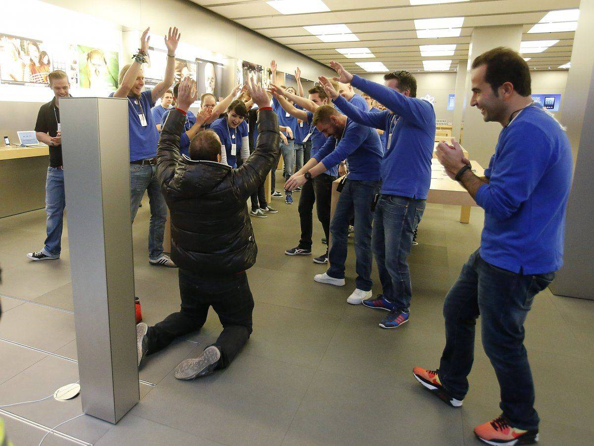 A guy literally bows before the Apple Store during today's iPhone launch.