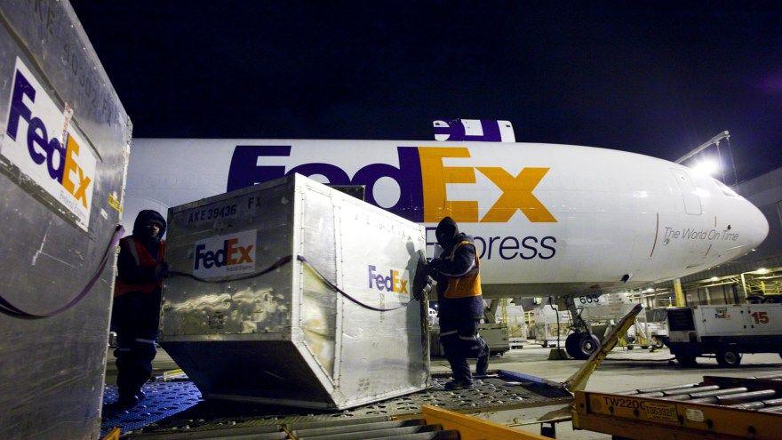 fedex-plane-101012
