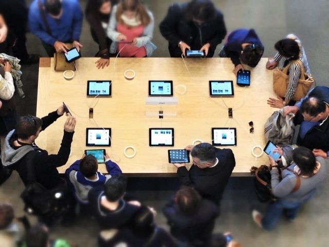 Buzz around the original iPad mini in Barcelona's Passeig de Gracia Apple Store last year. Photo Charlie Sorrel.