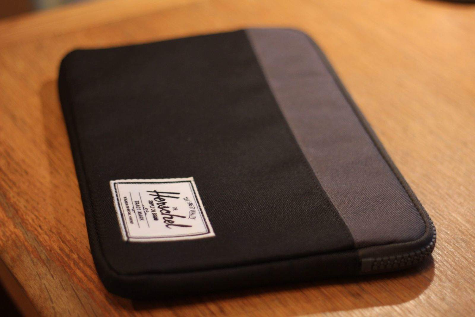 027c47a60b7c Herschel s Anchor Sleeve Holds Your MacBook Air — And Only That  Review