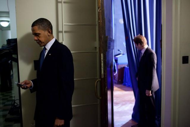 President-Obama-Facebook-Twitter-BlackBerry