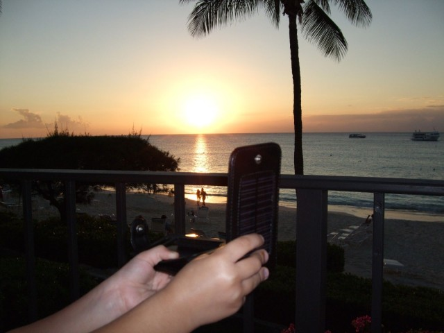 iphone-solar-case2