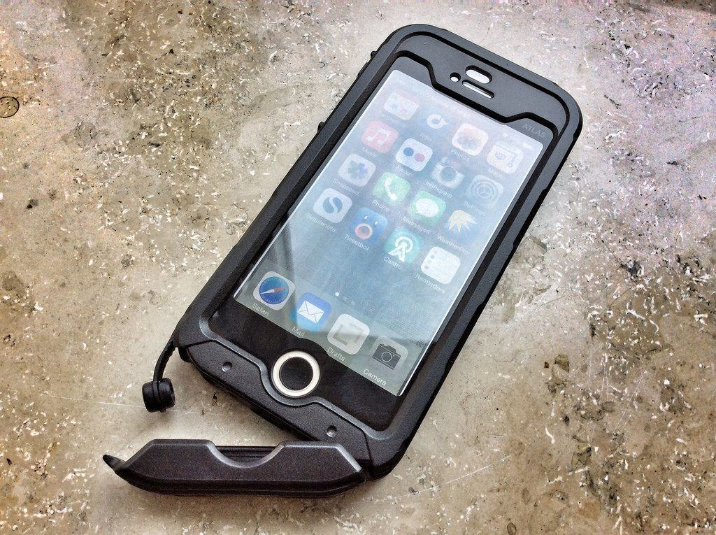 Incipio Atlas ID, A Great All-Round (And Underwater) iPhone Case