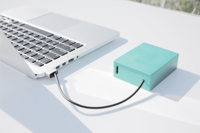 buy online 6a491 2ccc9 Finally, a portable battery designed for the MacBook | Cult of Mac
