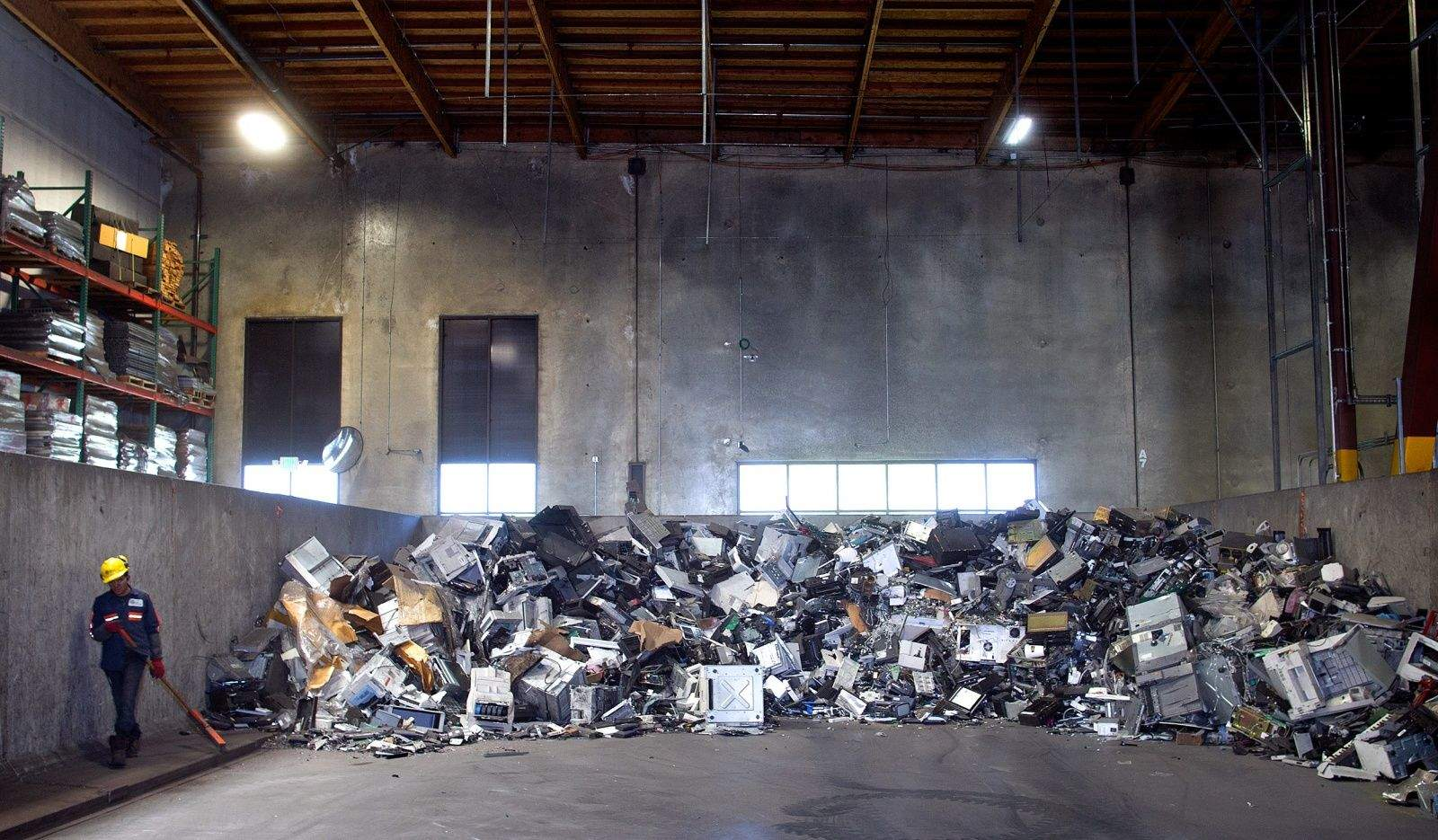 Car Battery Recycling >> Inside the 'mega-shredder' facility that chews up old electronics | Cult of Mac