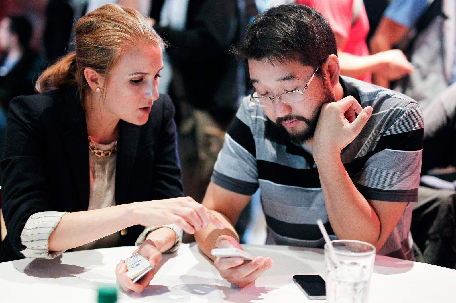 Arnold Kim, of MacRumors, listens as a developer explains her app at the AltConf Journalist Pitch Lab in San Francisco, CA, June 3, 2014. Photo: Jim Merithew/Cult of Mac