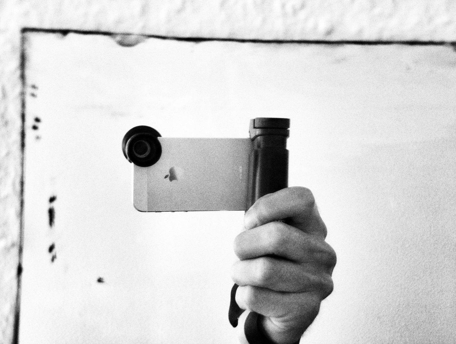 One handed-selfies are now even easier. Photos Charlie Sorrel/Cult of Mac