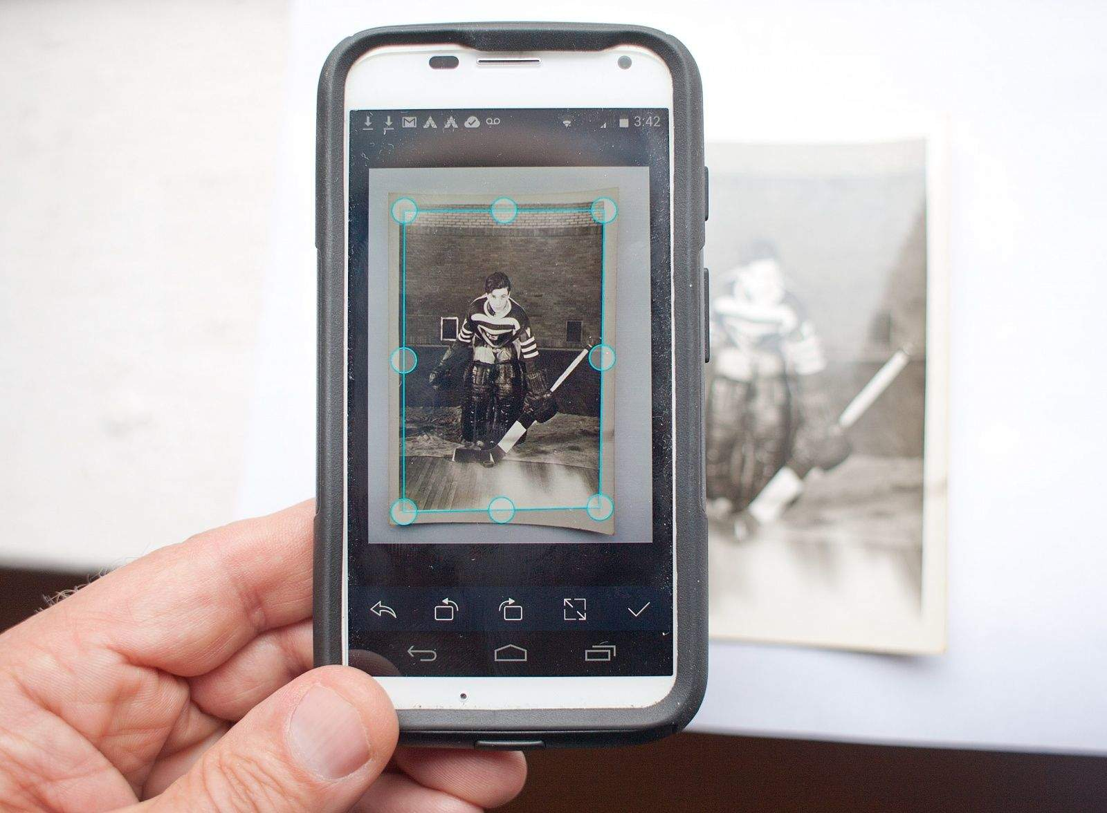 These 3 Handy Apps Put A Photo Scanner In Your Pocket
