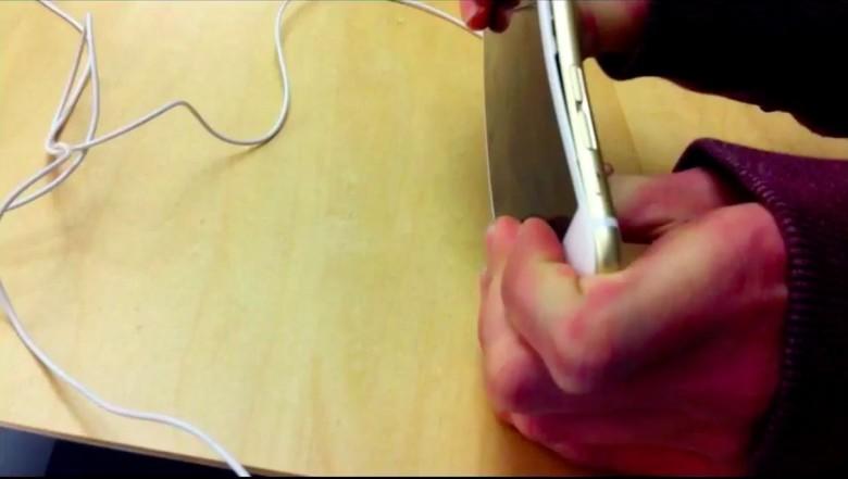 Bending an iPhone 6 Plus at the Apple Store is a stupid idea. Screenshot: Killian Bell/Cult of Mac