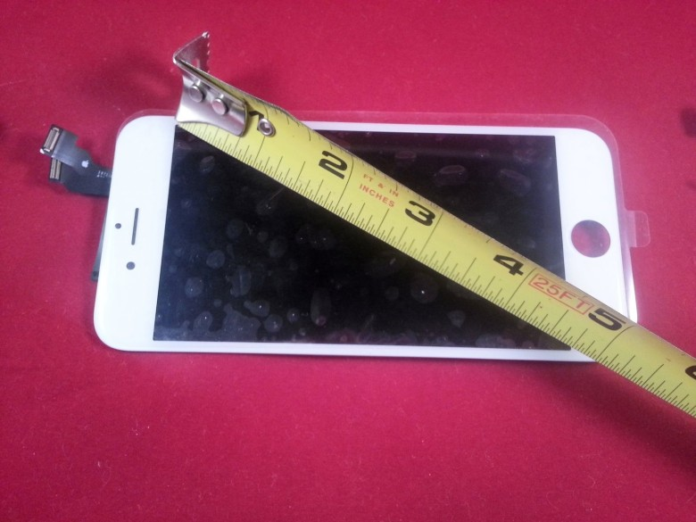 This iPhone 6 screen measures 4.7 inches diagonally, the widely rumored size of the