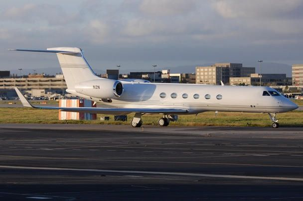 Steve Jobs's private Gulfstream jet on the runway at TK. Photo: Rich Snyder.