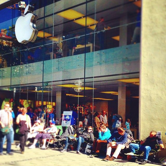This line looks fun at the Apple Store in Munich, Germany.  width=