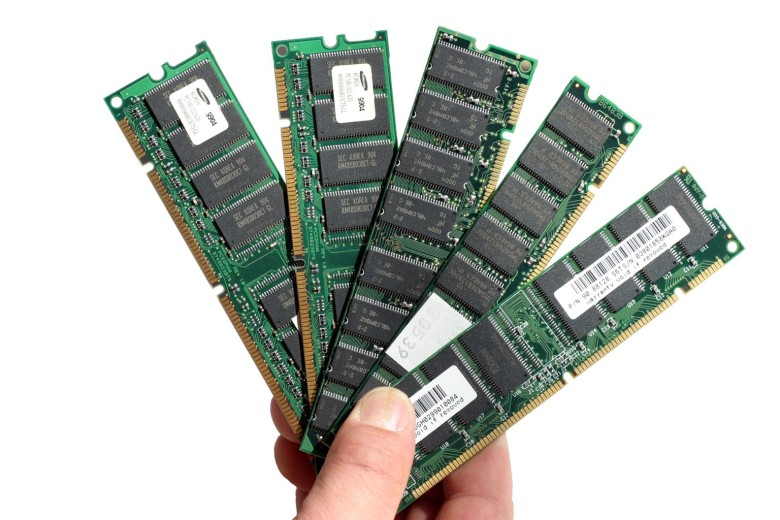 One out of every four sticks of RAM belongs to Apple in 2015.