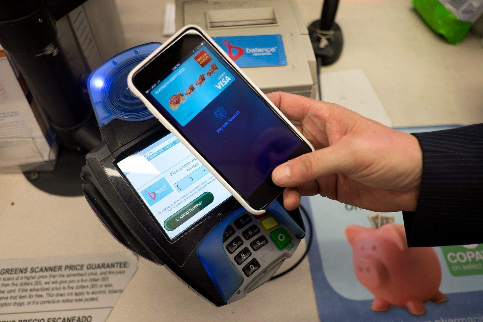 A war for mobile wallet dominance is on the horizon. Apple Pay. Photo: Jim Merithew/Cult of Mac