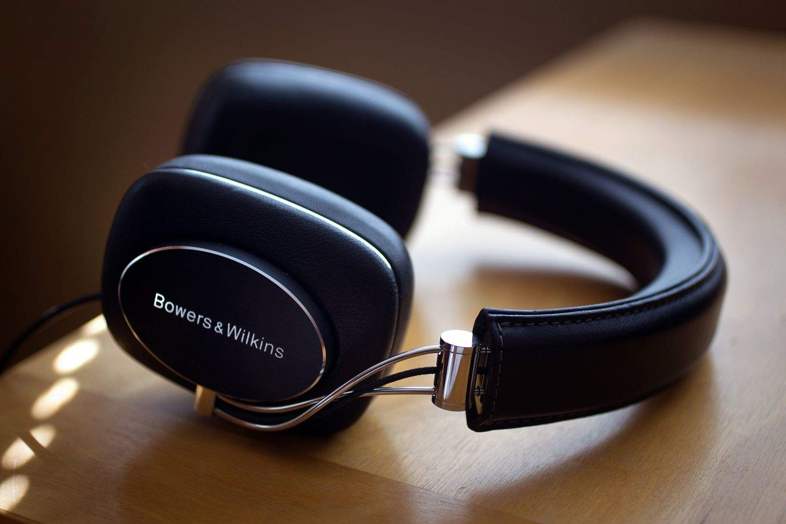 Bowers & Wilkins' P5 headphones bring a glorious audio experience.