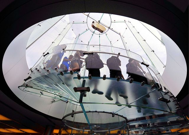 Customers at the Apple Store in the Lujiazui Financial District in Pudong, Shanghai. Photo: FullbridgeProgram/Flickr CC
