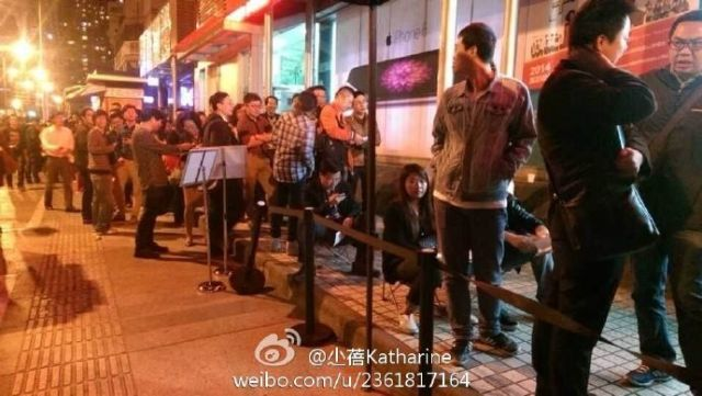 Queues-across-China-at-midnight-as-iPhone-6-launches-photo-3