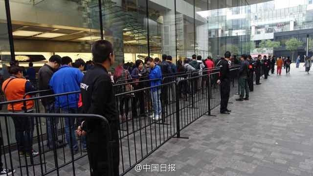 Queues-across-China-at-midnight-as-iPhone-6-launches-photo-6