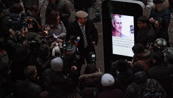 Steve Jobs statue in Russia at its public unveiling Photo: RIA Novosti