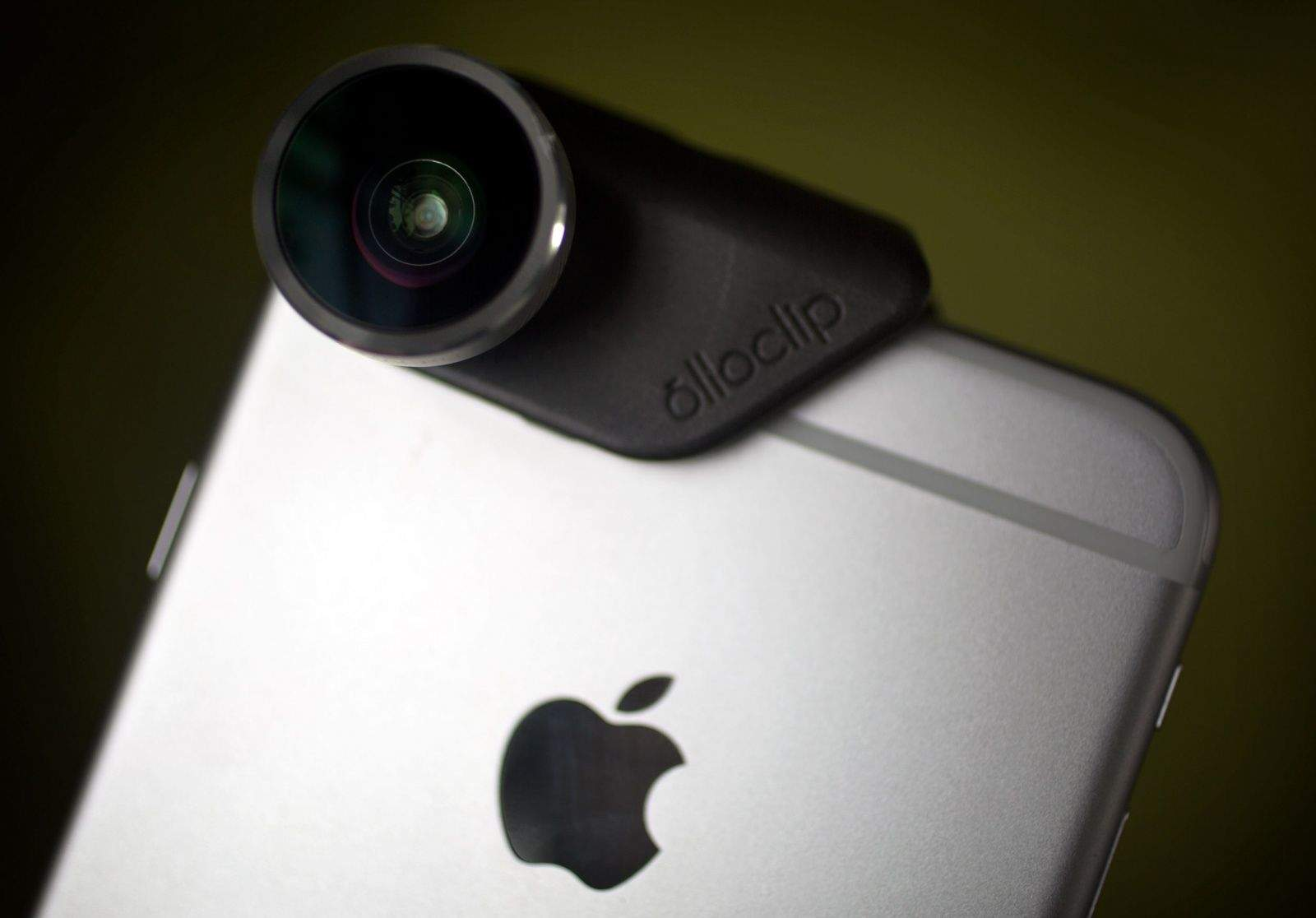 Olloclip vs. Moment lenses: Best glass for your iPhone 6 camera ...