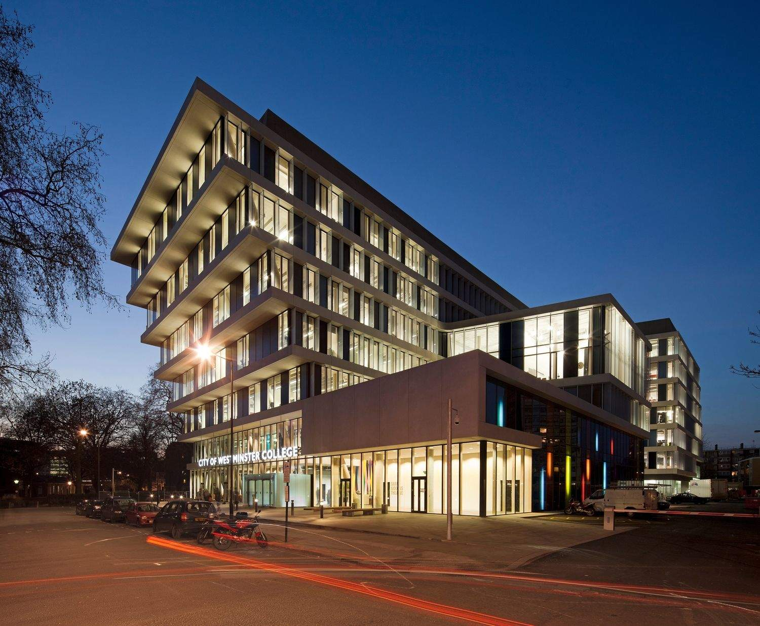 It would probably be a bit scary to work on the top floor of this shifted building, but that doesn't mean it doesn't look amazing.  City of Westminster College in London features open learning spaces and