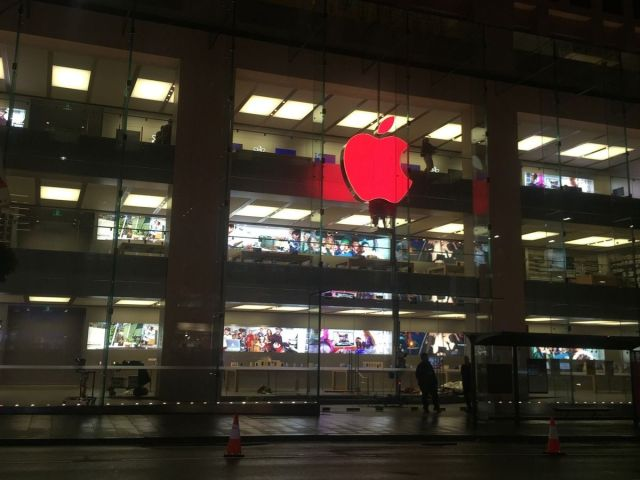 Australia was the first country to get the red Apple logos. Photo: Mashable