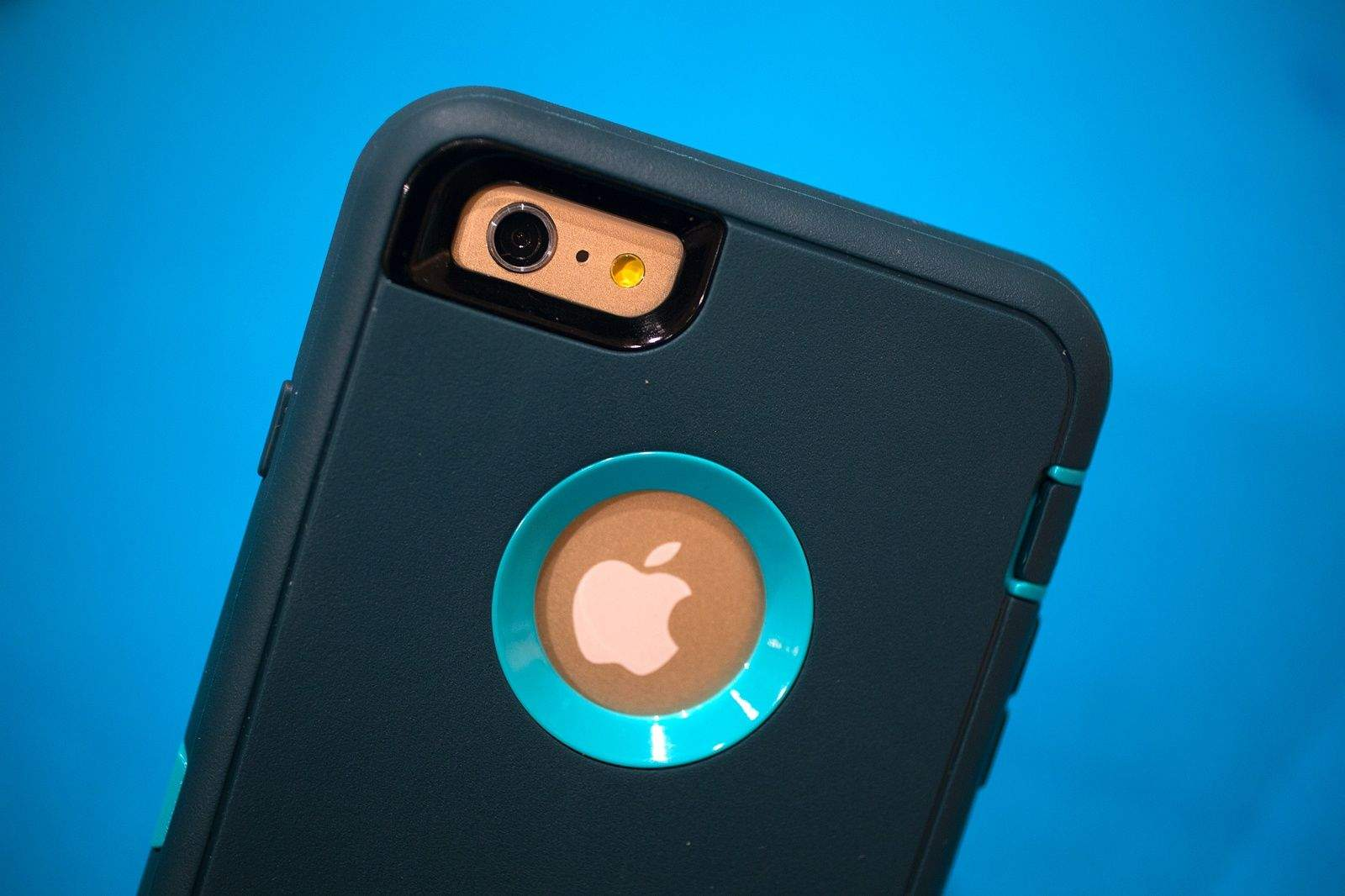 Otterbox finally has your iPhone 6 and 6 plus covered. Photo: Jim Merithew/Cult of Mac