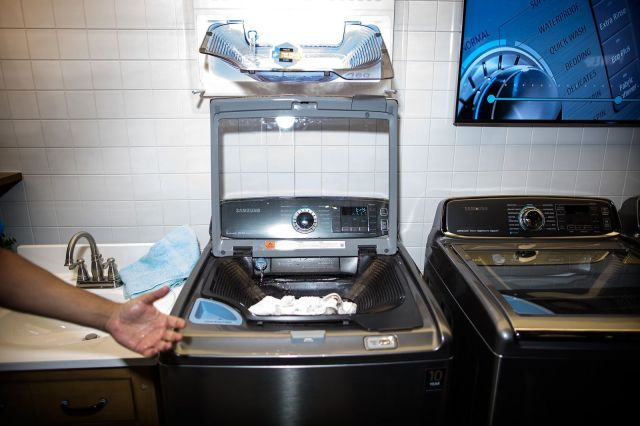 Samsung washing machine. Photo: Jim Merithew/Cult of Mac