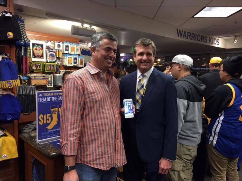 Eddy Cue spotted sporting an Apple Watch at a basketball game! Photo: CNET