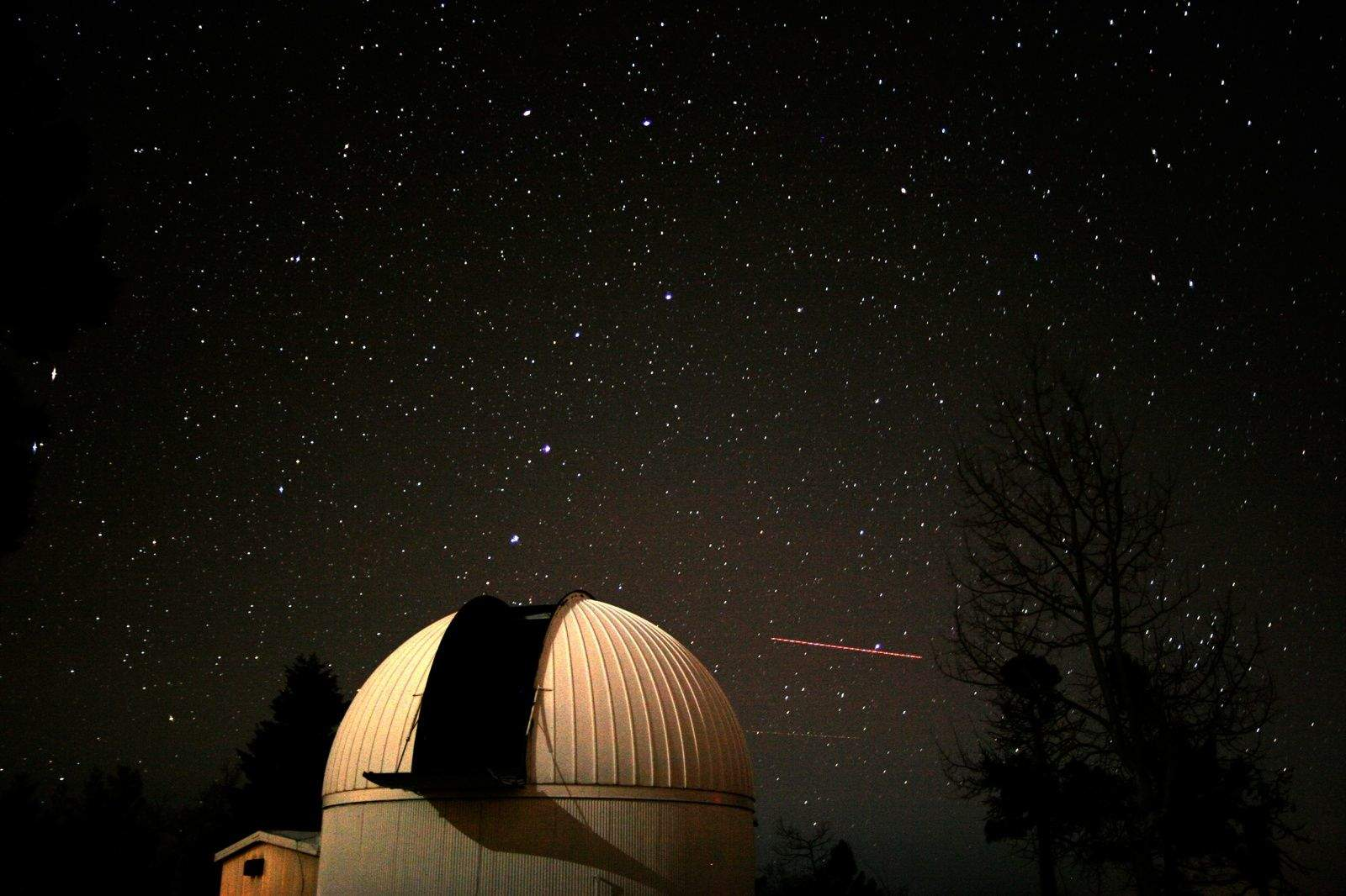 The Big Dipper rises behind the Catalina Sky Survey  telescope. Photo: Catalina Sky Survey/University of Arizona