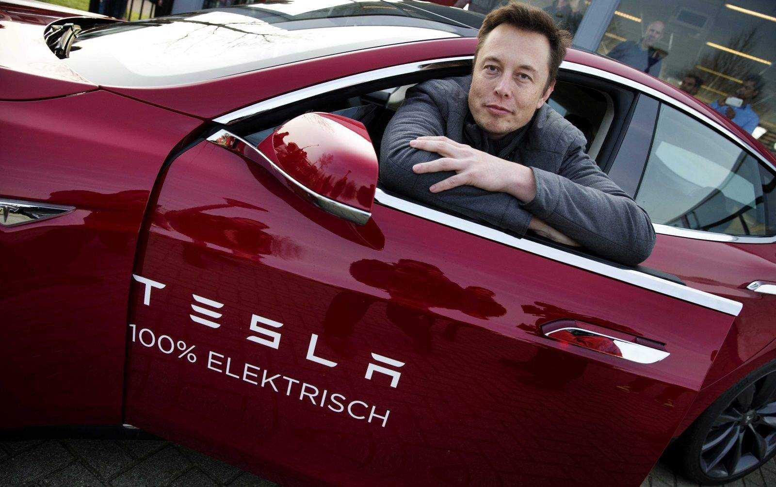 The billionaire founder of Tesla, Elon Musk, has been aggressively poaching Apple engineers.