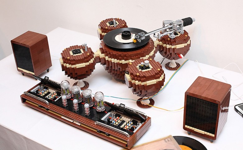 Working turntable, speakers and tube amp by LEGO artist Hayarobi. Photo: LoctiteGirl/Flickr CC