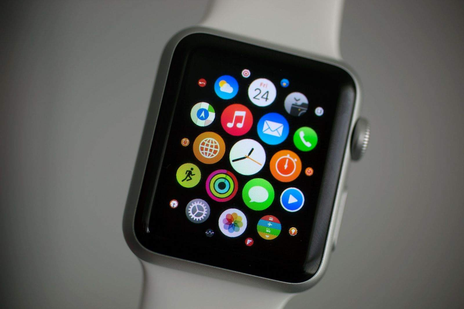 organize apps on your apple watch home screen cult of mac. Black Bedroom Furniture Sets. Home Design Ideas