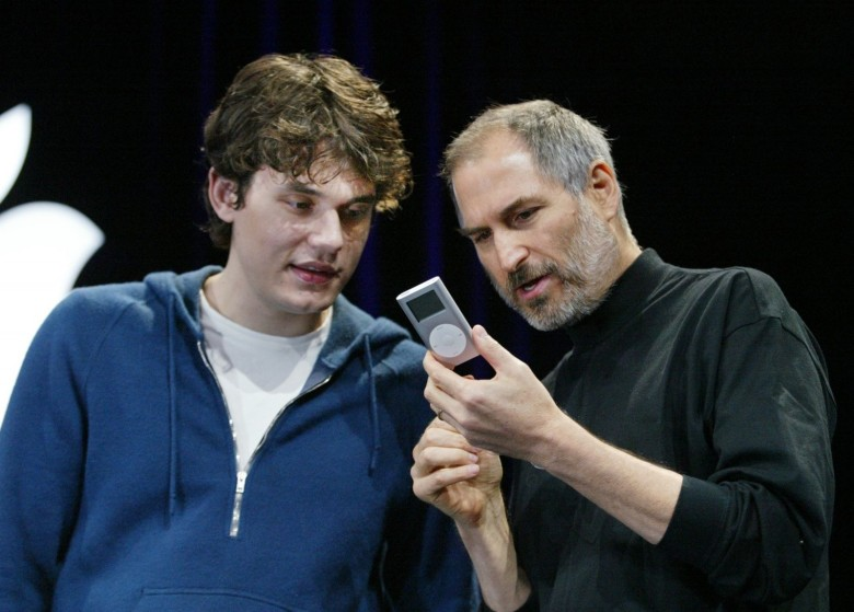 John Mayer and Steve Jobs at the iPod Mini unveiling. Photo: Apple