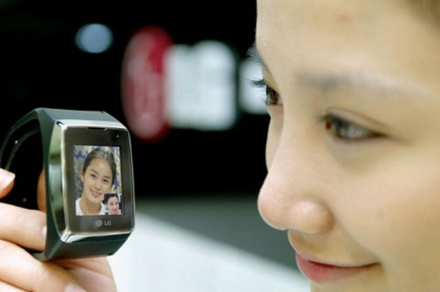 LG introduced face-to-face communication in a watch in 2008. Photo: LG