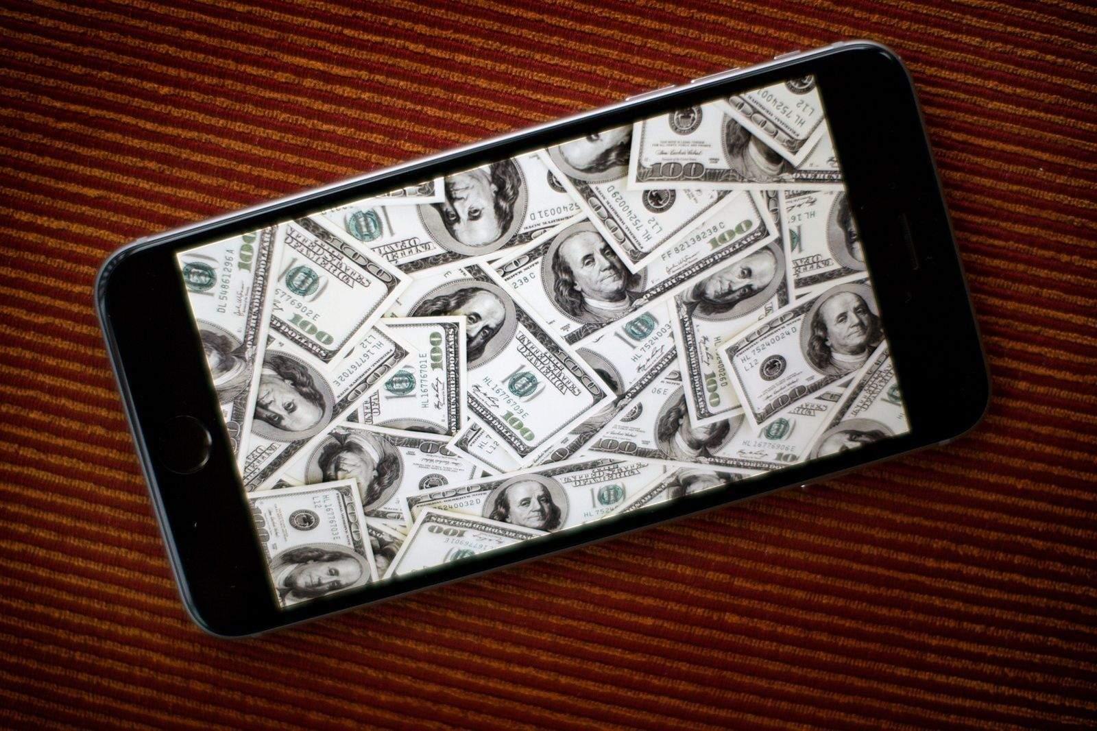 Apple raked in the cash last quarter.